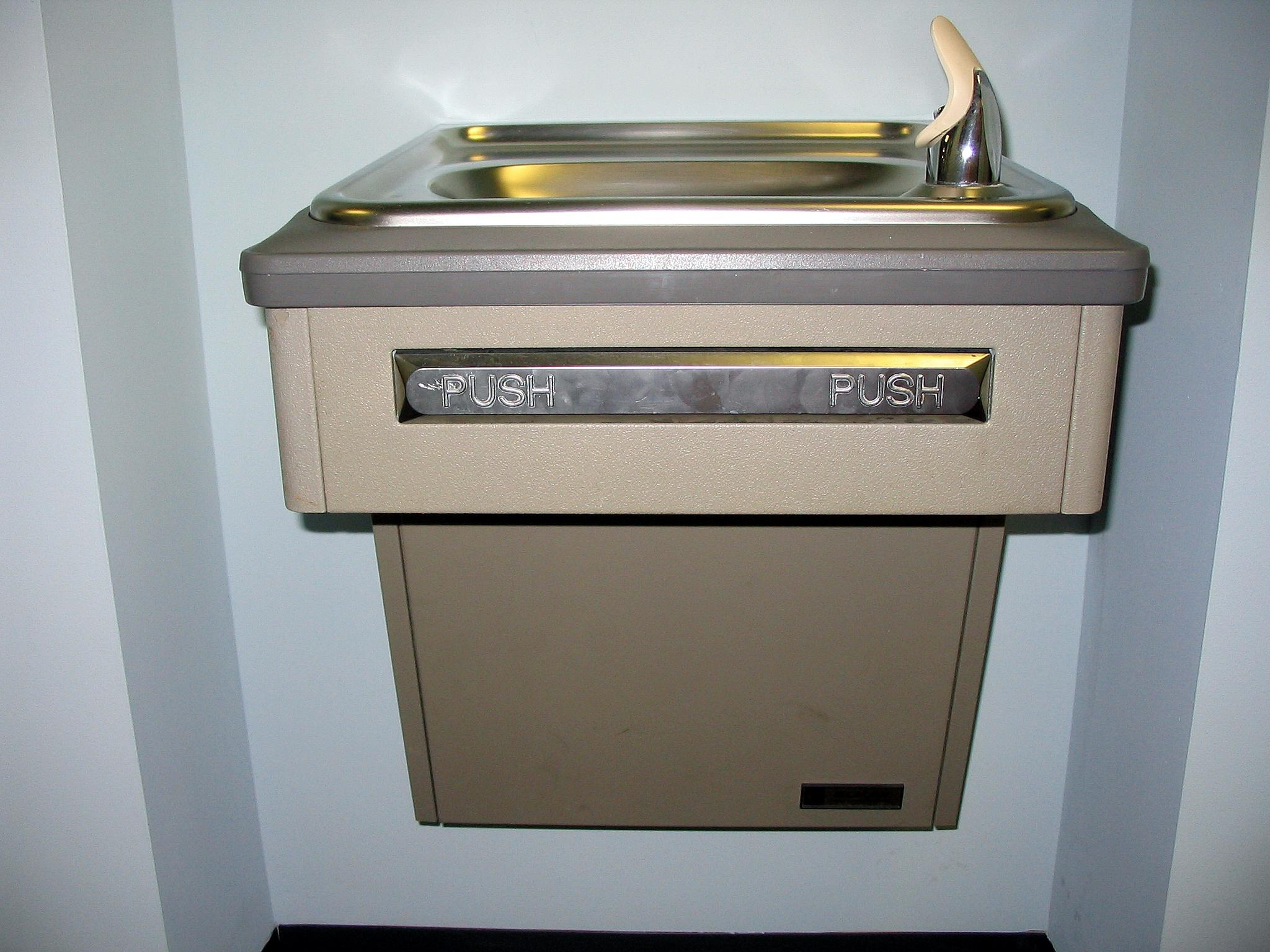 Water fountains schools - Grand Rapids Public Schools To Test Drinking Water For Lead