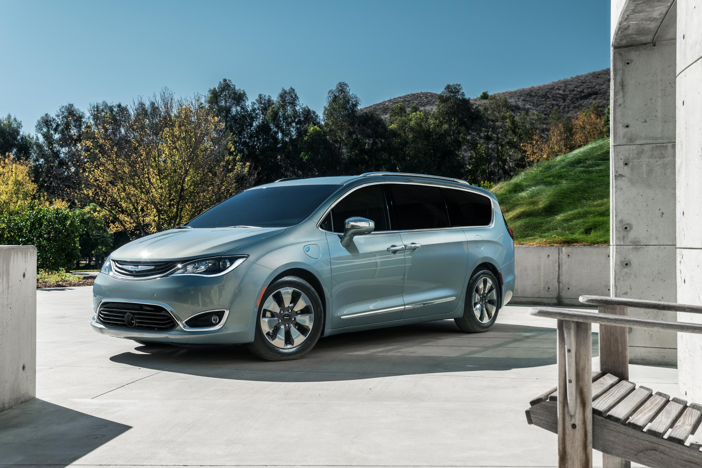 Fca Debuts A New Old Concept The Chrysler Pacifica Minivan