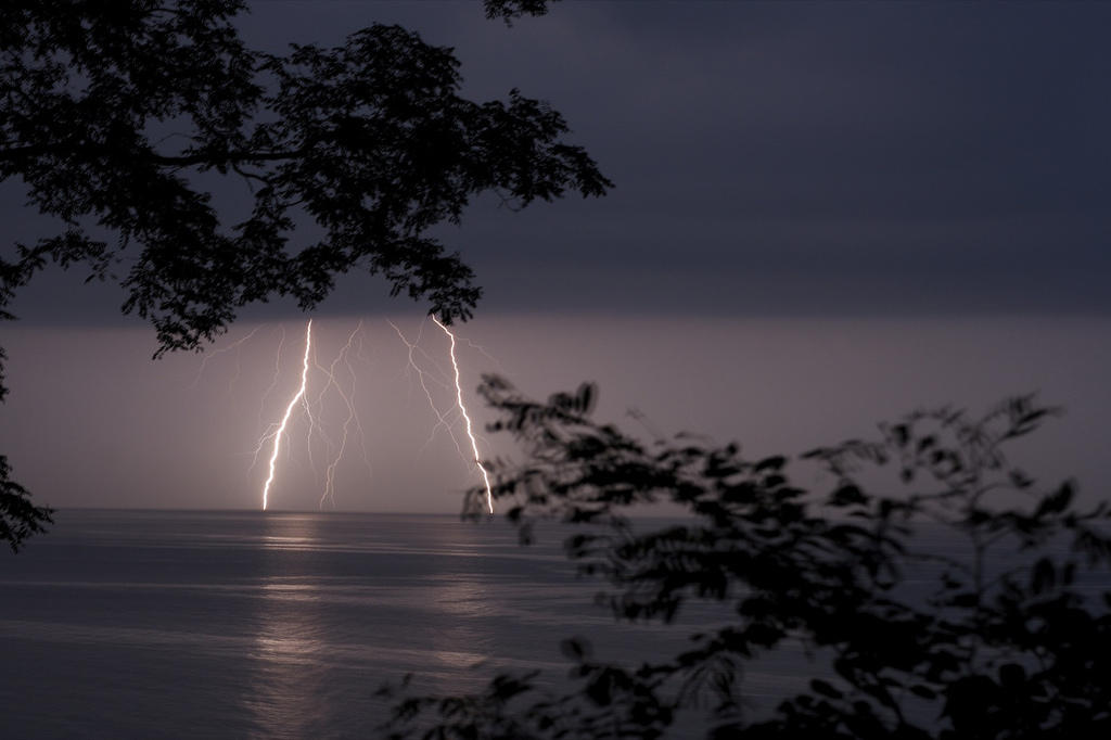 thunderstorms high winds leave thousands without power