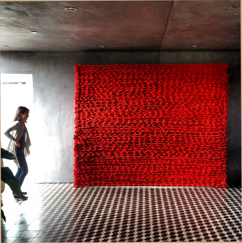 Untitled 2013, recycled lobster rope and paint, 96 x 8 x 96 inches, Orly Genger