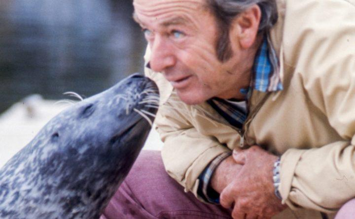 Harry Goodridge and Andre the Seal in 1974.