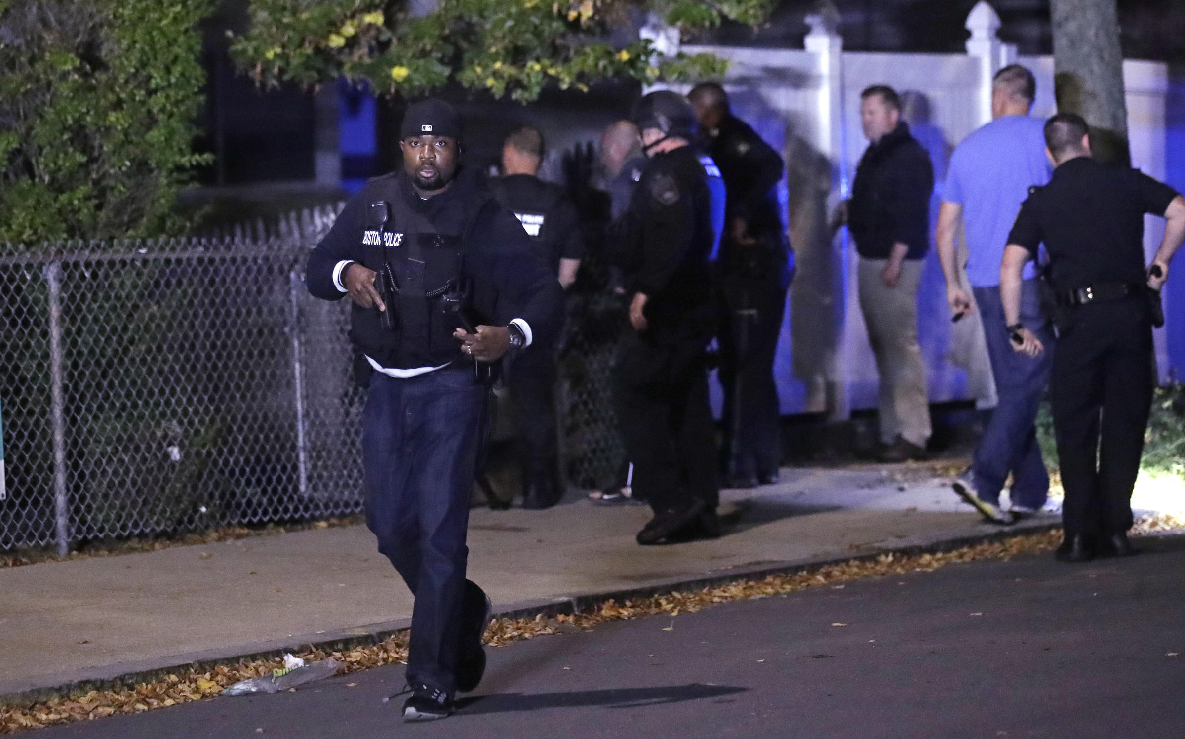 Two officers injured in shooting, suspect dead
