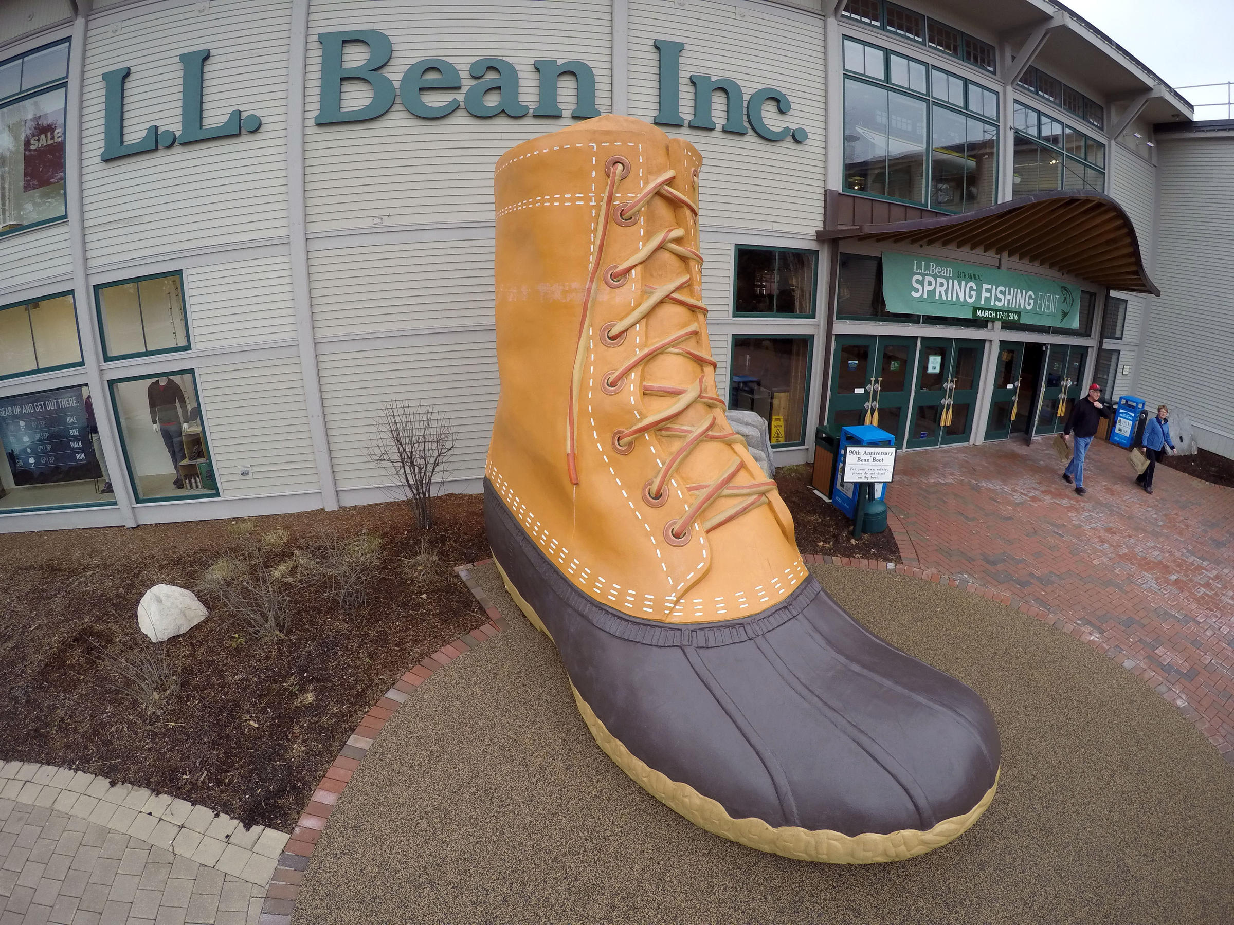 With one tweet, Trump makes L.L. Bean trendy