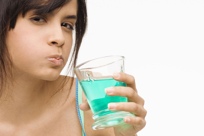 Нередко запах изо рта, незаметный для самого человека, мешает