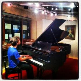 Gabriel Kahane playing Gershwin's piano at the Library of Congress