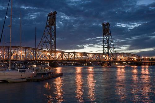 Evening view of Memorial bridge.