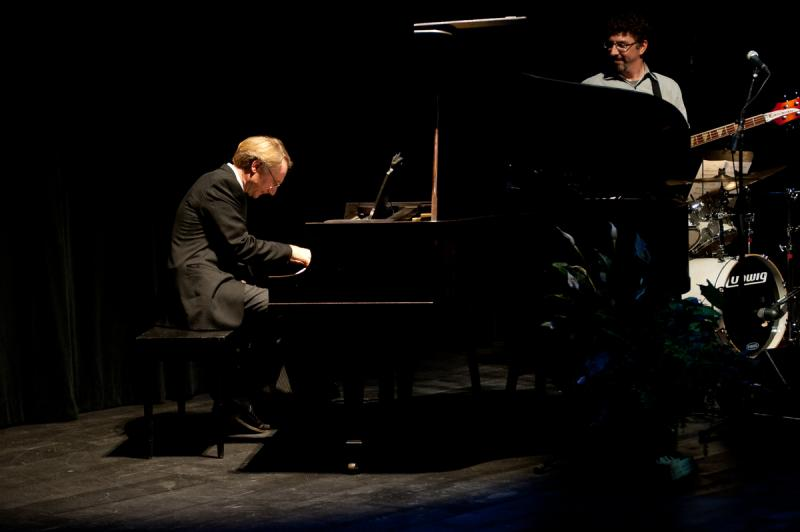 Dan Brown plays the piano as Bob Lord look on, at Writers on a New England Stage.
