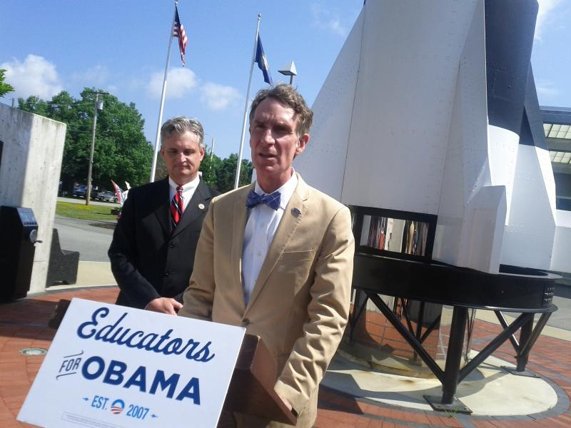 Bill Nye flanked by Congressman Rob Andrews (D-NJ) at the McAuliffe-Shepard Discovery Center in Concord.