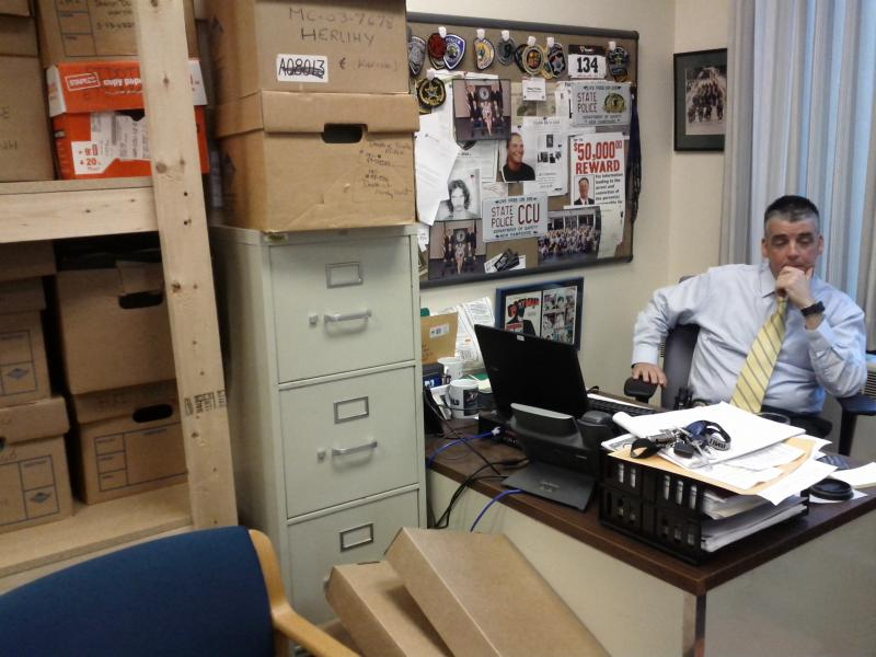 Cold Case Detectice Bob Freitas at his desk.