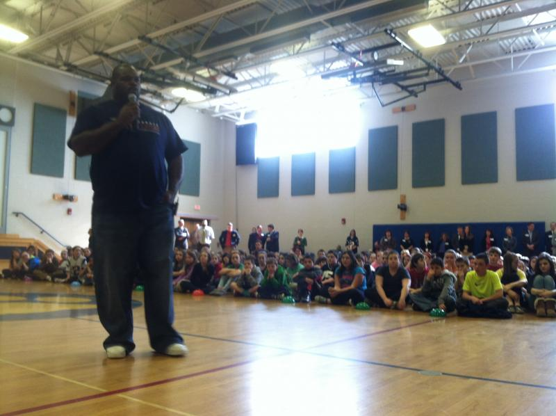 New England Patriots defensive lineman Vince Wilfork speaks to students in Derry about diabetes.