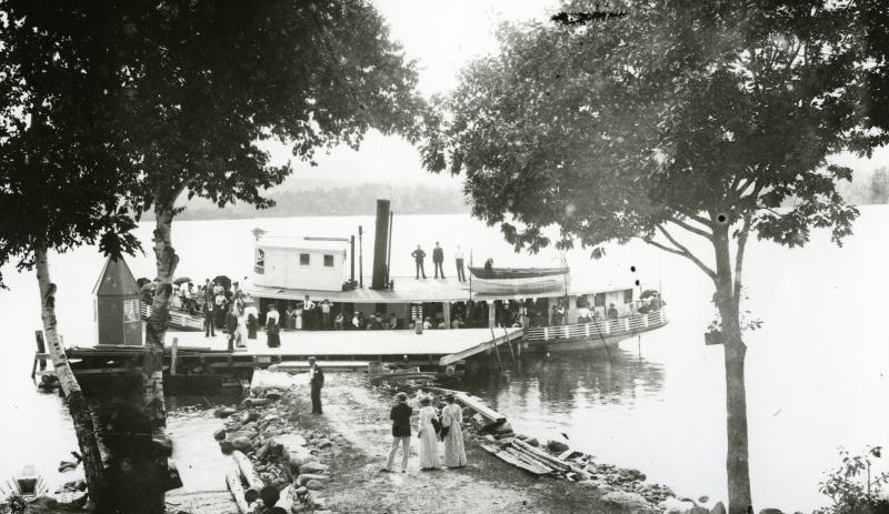 Sandwich Landing welcoming vistors in the early 1900's