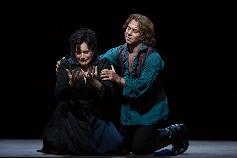 "Patricia Racette as the title character and Roberto Alagna as Cavaradossi in a scene from Act III of Puccini's ""Tosca."""