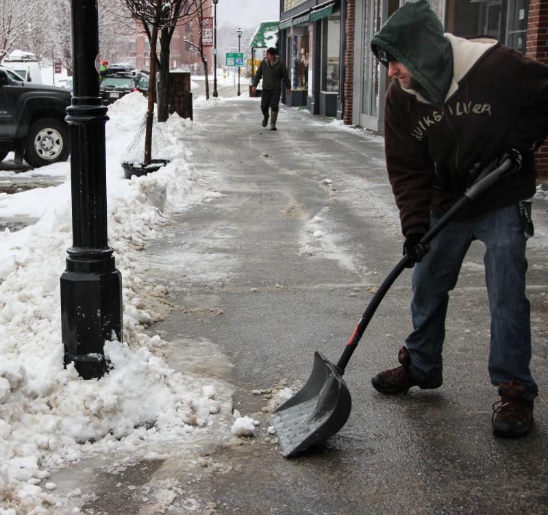 After a close call, Dave Munn decides shoveling is safer than delivering pizza.