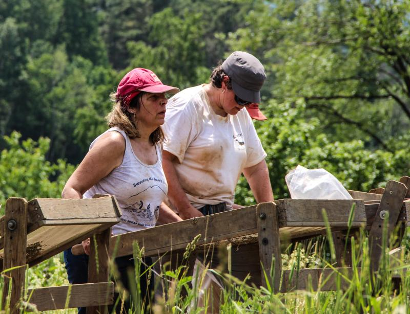 Linda Fuerderer (left) and Dana Mastroianni at their sifting stations.
