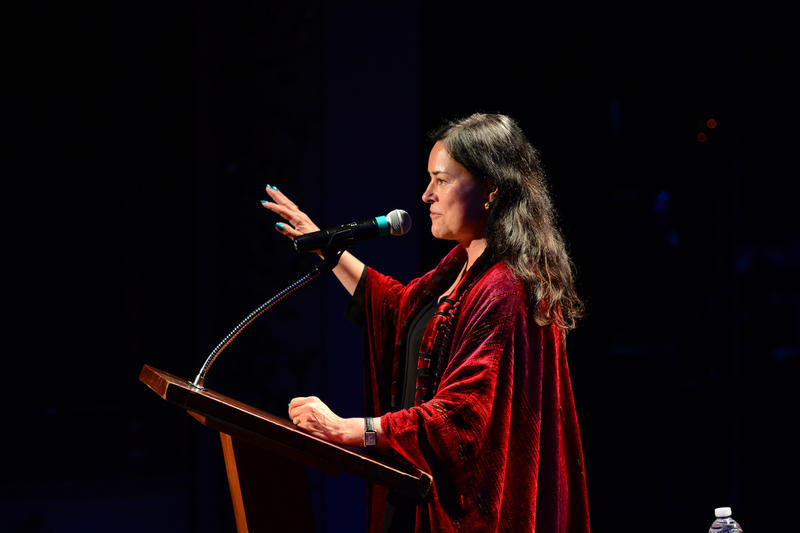 Author Diana Gabaldon on The Music Hall stage