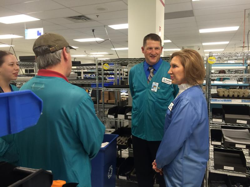 COO David Patterson takes Carly Fiorina onto the manufactoring floor to meet some of the employees.