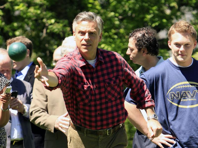 Jon Huntsman plays bocci with N.H. supporters in 2011