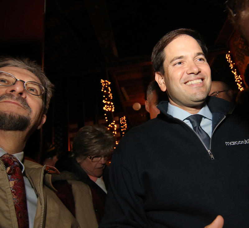 Rubio with a supporter in N.H.