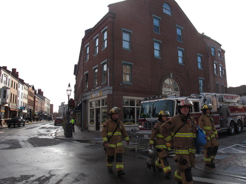 four alarm fire above portsmouth s iconic gas light bar new hampshire public radio. Black Bedroom Furniture Sets. Home Design Ideas