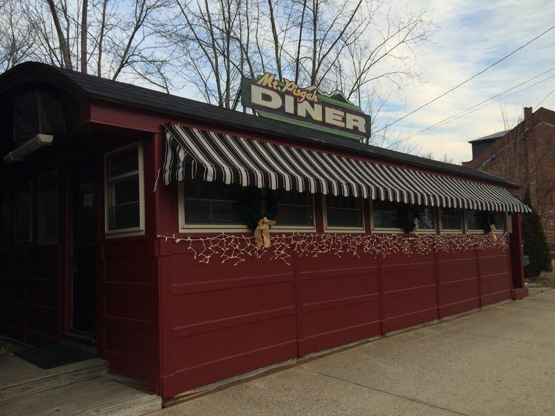 The Mt. Pisgah Diner in Wincehster was built in Worcester, Massachusetts around 1941.