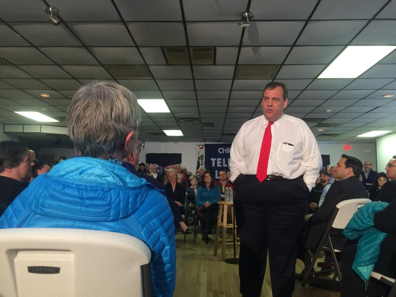 Chris Christie talks one-on-one with Lynn Badger of New Market at a town hall meeting in Epping Tuesday.