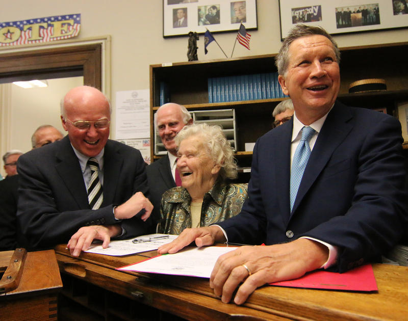 John Kasich signs his paperwork for the 2016 New Hampshire Primary