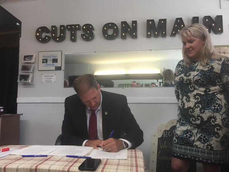 Sununu signs an Executive Order calling for the elimination of over 1,600 state regulations.