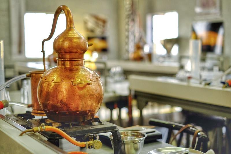 Distilling gin on a stovetop