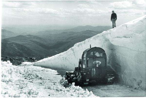 Clearing snow from the Cragway Drift, 1988. Mt Washington.