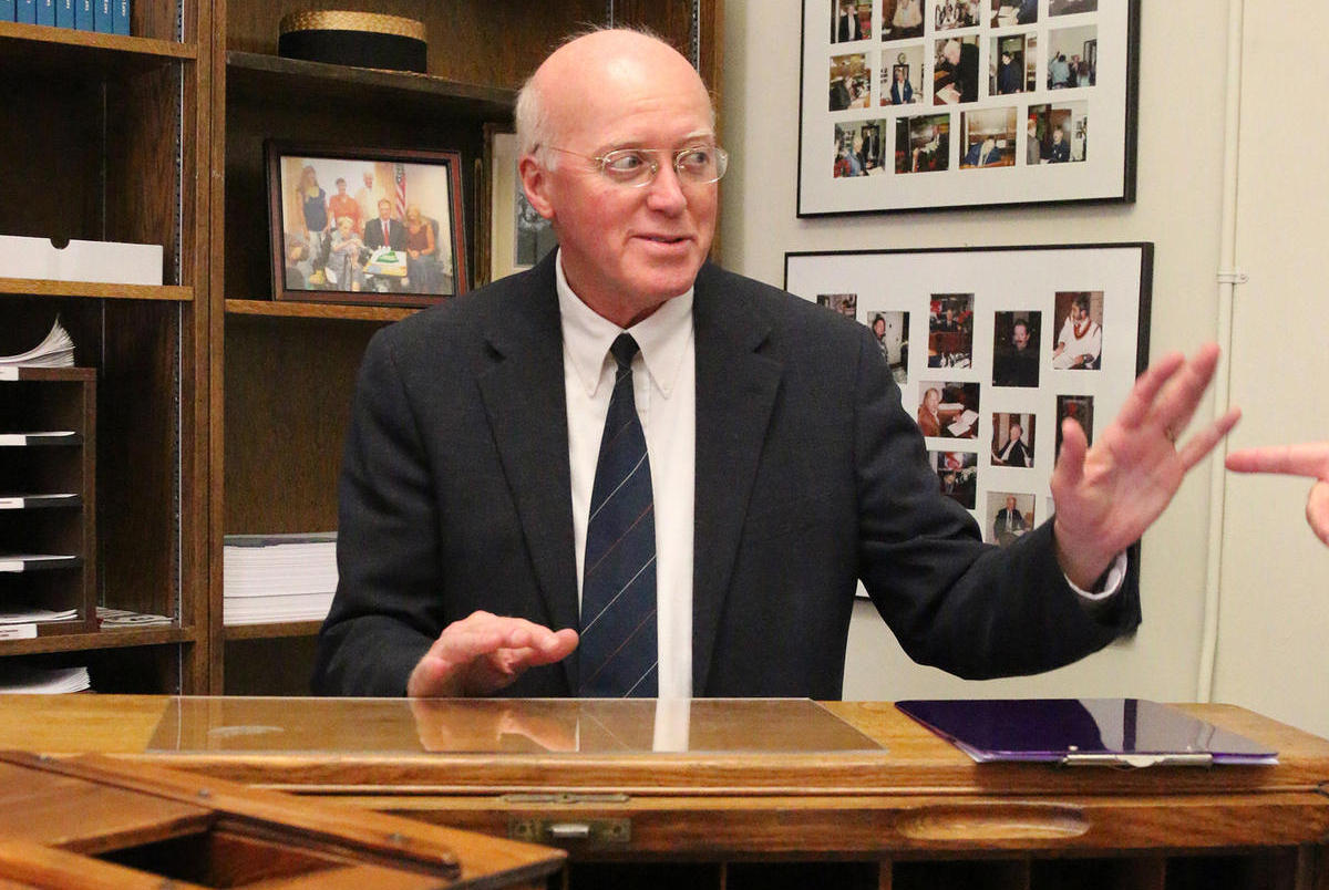 Senators want secretary of state to leave Trump voter panel