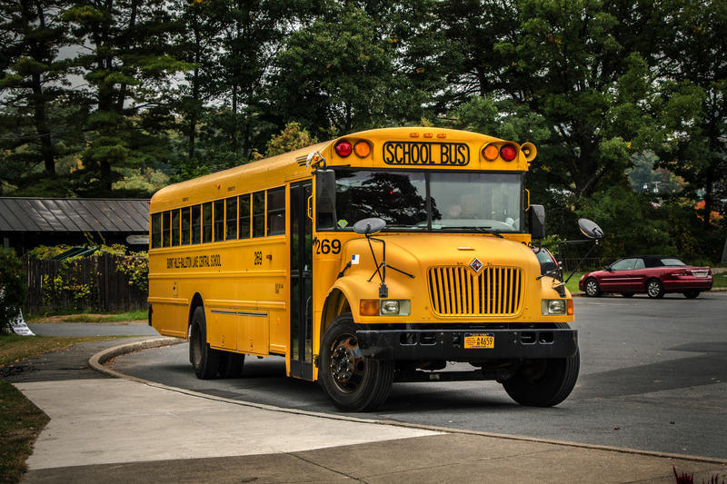 School Bus Drivers OK Contract From Company, Avoiding ...