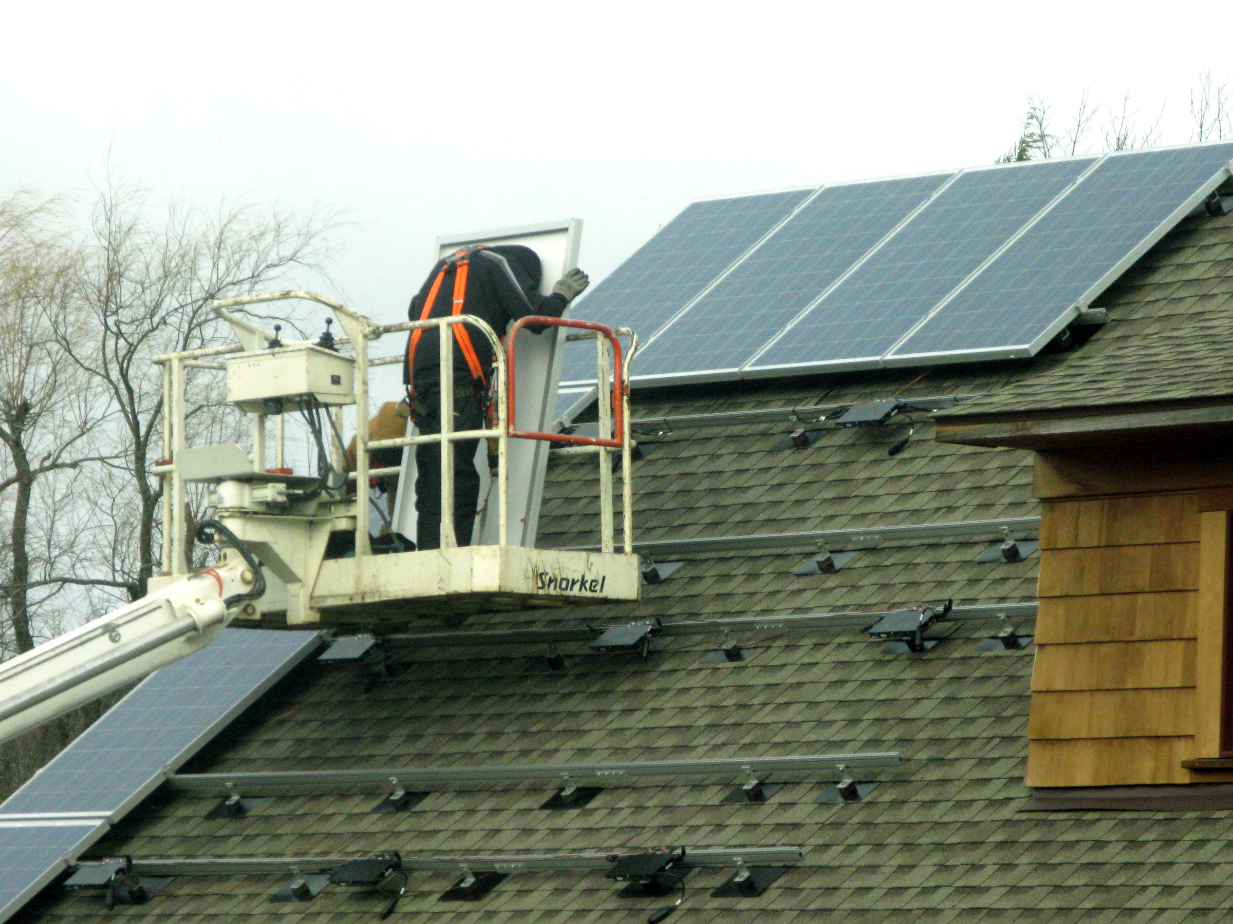Net Metering Energy Providers Clash On Cap Utility Rates New Wiring In Solar Cells Might Stop Reflecting Light One Up