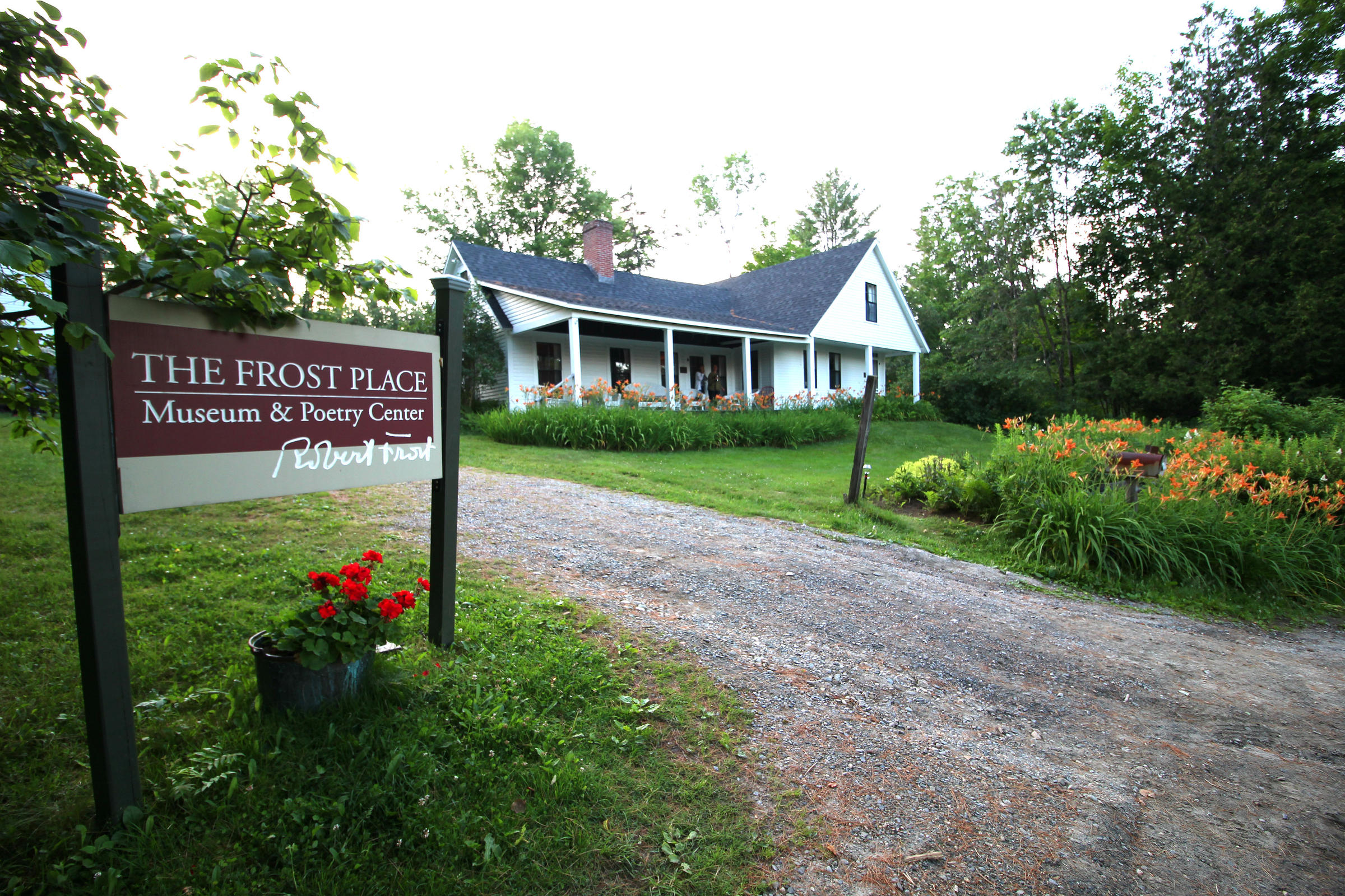 robert frost the birthplace