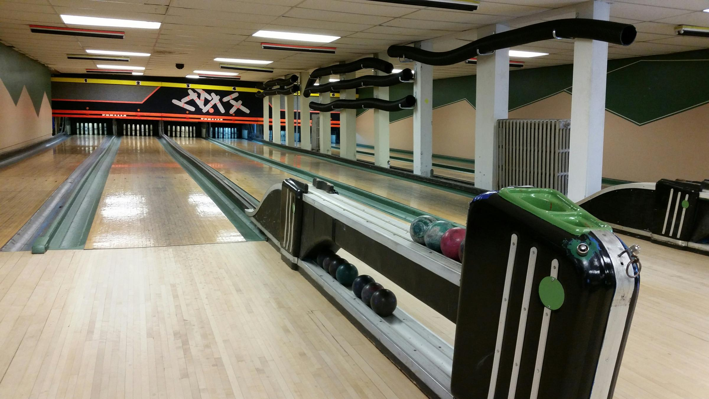 Radio Field Trip Candlepin Bowling At 100 Year Old Alley