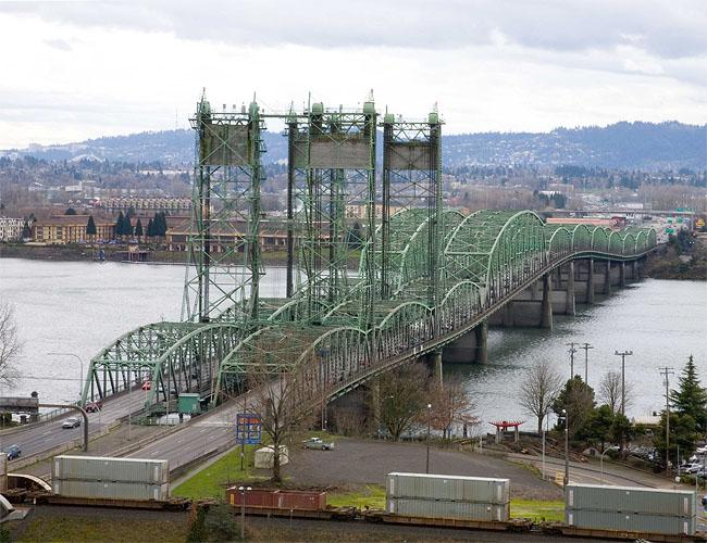 A view of the existing Interstate Bridge looking south from Vancouver, Wash.