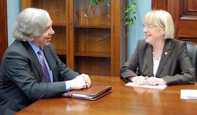 US Senator Patty Murray speaks with new Energy Secretary Ernest Moniz.