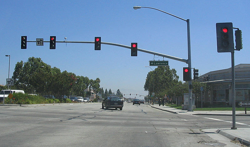 Should bicyclists be able to run red lights under certain circumstances?
