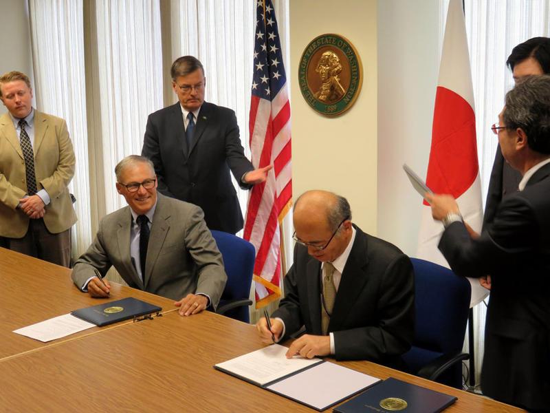Washington Gov. Jay Inslee and Japanese Ambassador to the U.S. Kenichiro Sasae signed a Memorandum of Cooperation on economic and trade relations Tuesday.