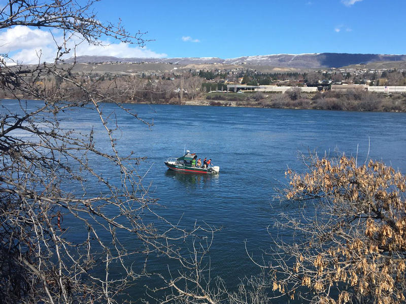 A large diesel spill developed over the weekend on the Columbia River near downtown Wenatchee, Washington. State Department of Ecology officials are still trying to locate the source of the pollution.