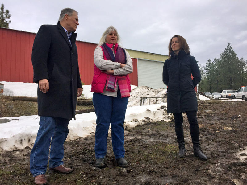 From left, Washington Gov. Jay Inslee, landowner Bonnie Cobb and Commissioner of Public Lands Hilary Franz talked about how residents homeowners can protect their properties from wildfire.