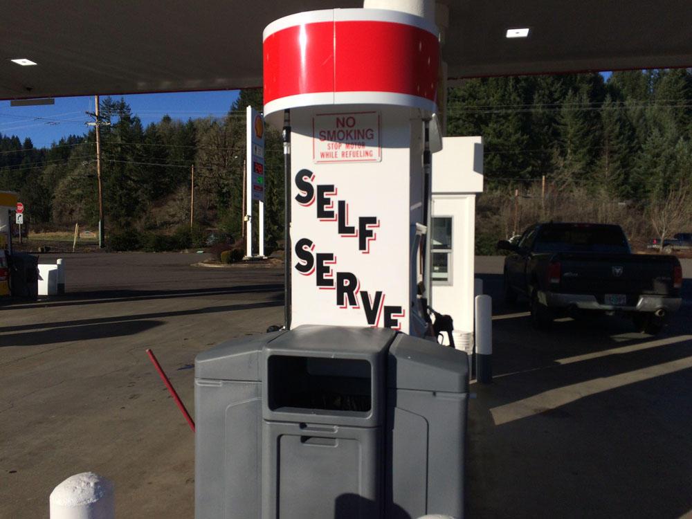 Argentina gas station selfservice women in spandex 8