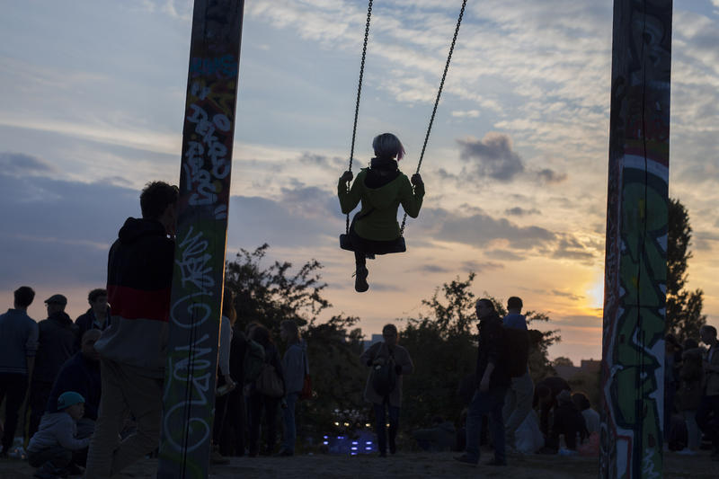 A woman swings at Mauerpark.