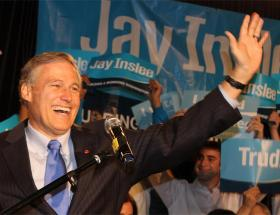 Democrat Jay Inslee retains a narrow lead over Republican Rob McKenna in the Washington governor's race.