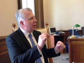 Senate Minority Leader Ed Murray is proposing a state capital gains tax to fund education.