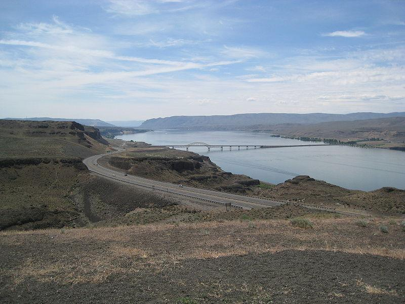 Oregon and Washington officials seek to set a toll for the proposed Columbia River Crossing.