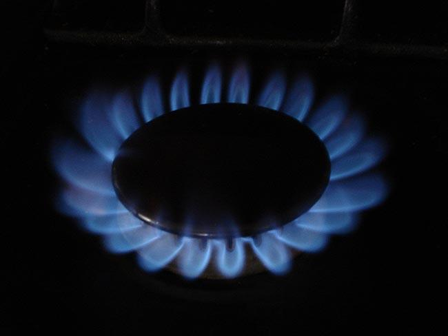 Oregon's three natural gas companies expect prices to drop this winter.