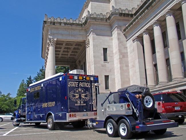 Emergency crews respond to a suspicious shopping bag  left in the Washington State Capitol.