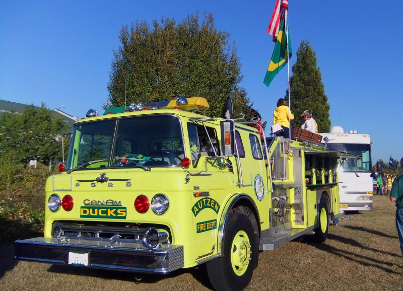 Photo of Oregon fan firetruck.