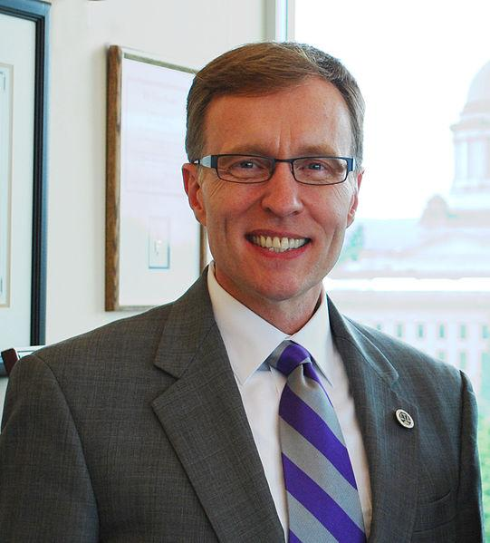 Photo of Republican Rob McKenna.