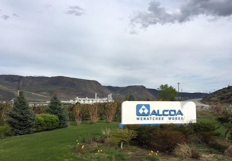 The Alcoa Wenatchee Works employed more than 400 workers before it was idled -- ''curtailed'' in company speak -- at the beginning of last year.